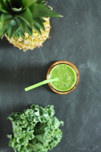 kale-pineapple-smoothie
